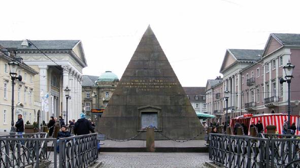 Spitze Körper: Pyramide